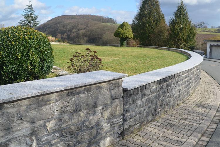 Gelbert Natursteine - Mauerabdeckung